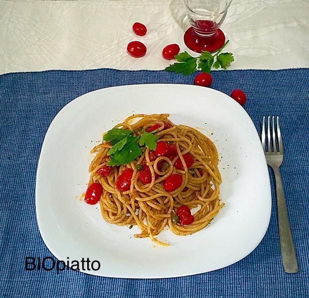Spaghetti pachino alici e capperi