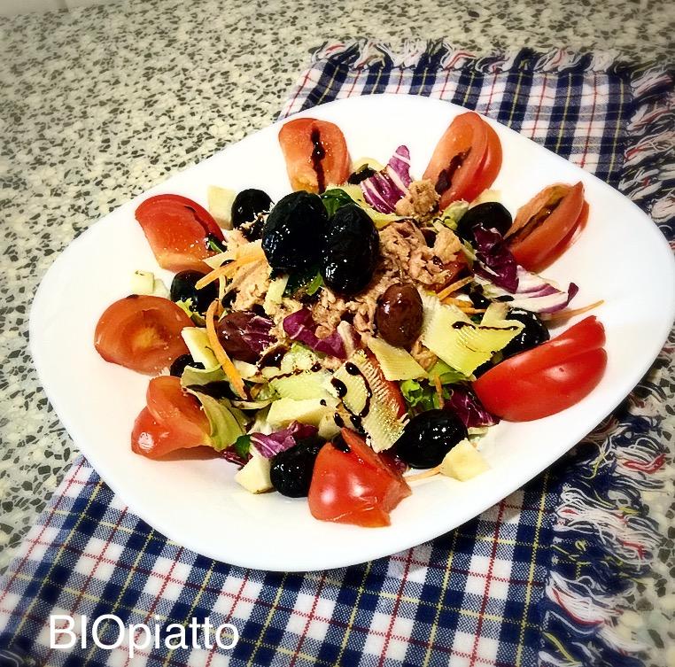 Insalatona ricca topinambour pomodori tonno e grana