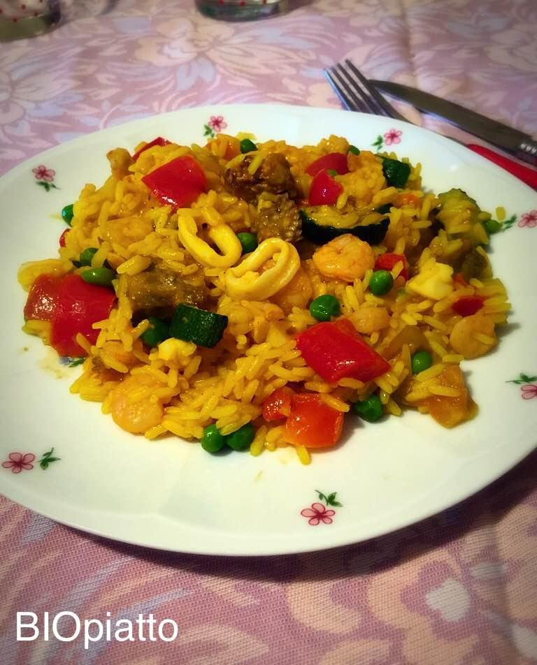 Paella mediterranea frutti di mare e verdure