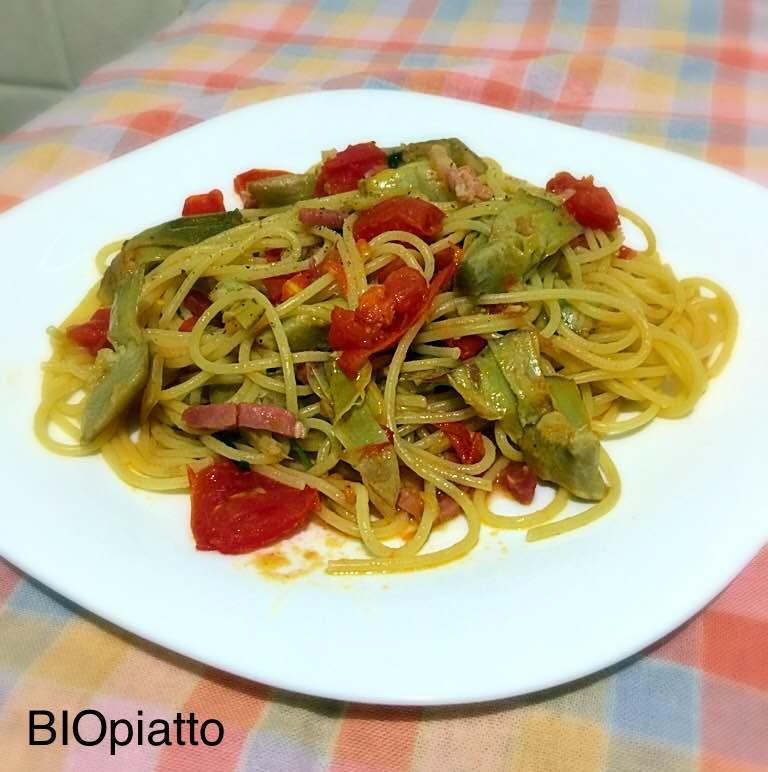 Spaghetti carciofi pomodorini e speck