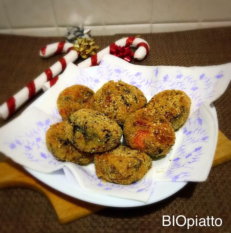 Polpette vegetali peperoni radicchio e patate cotte al forno