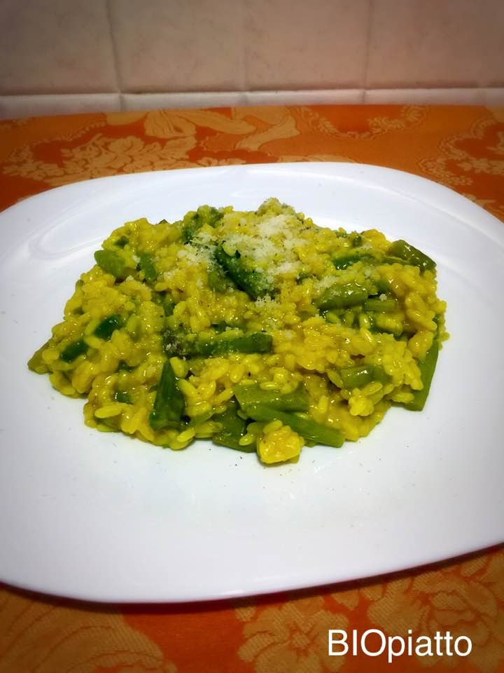 Risotto asparagi zafferano curry e noce moscata
