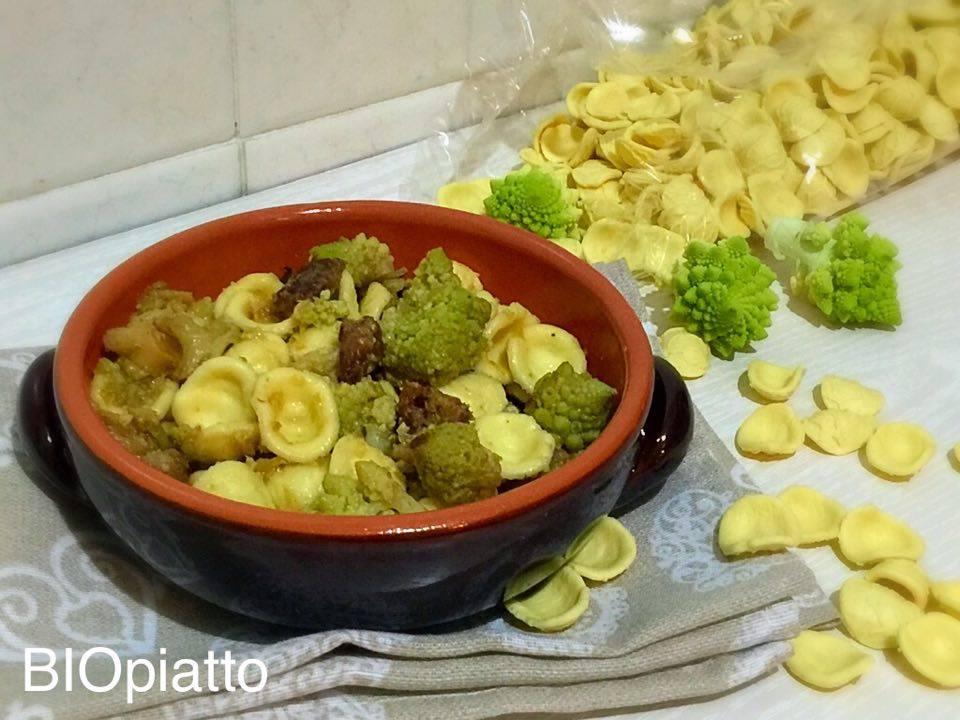 Orecchiette broccoli romaneschi salsiccia e curcuma