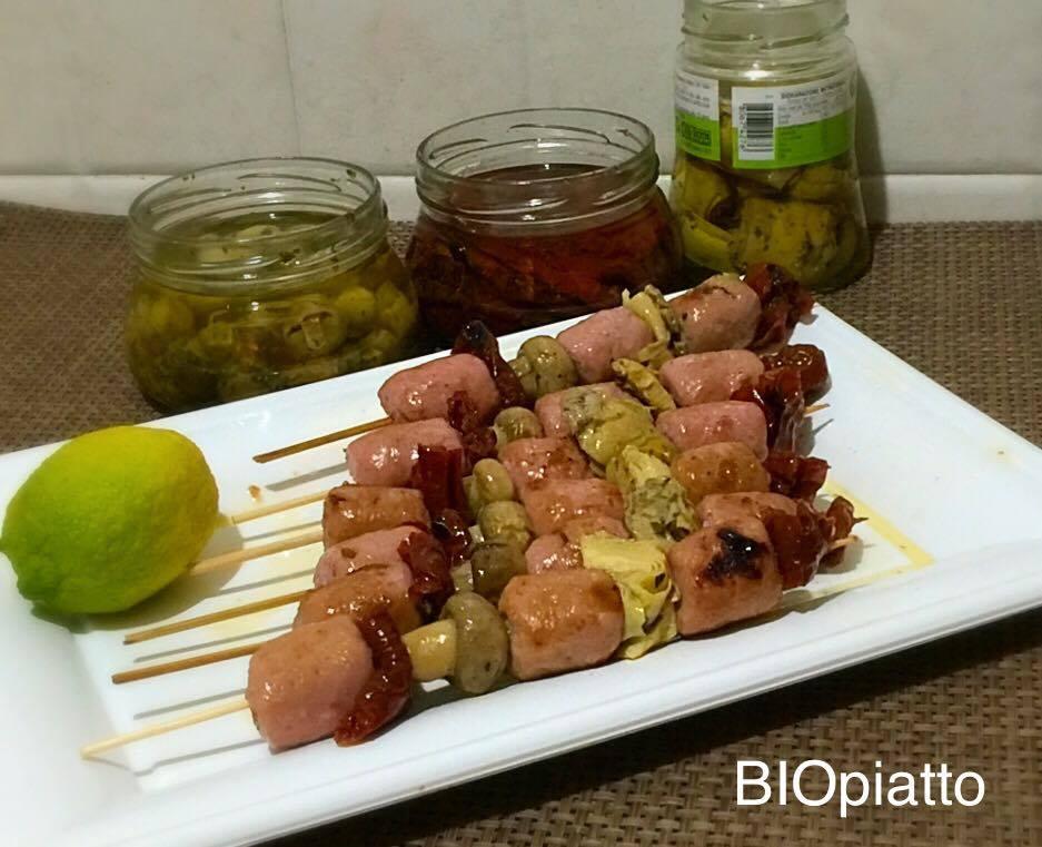 Spiedini salsiccette carne bianca e sott'olio