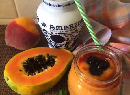 Frullato pesca papaya amarene e latte di mandorla