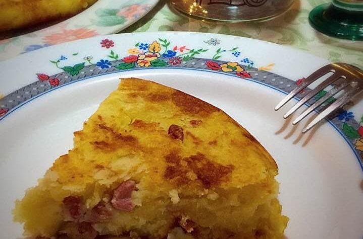 Frittata di patate cipolla e dadini di pancetta dolce