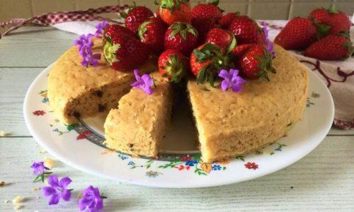 Torta vegan fragole limone e gocce di cioccolata
