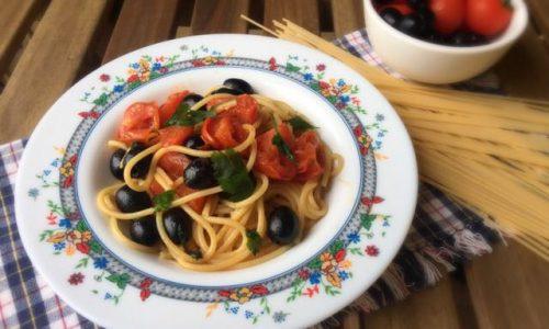 Spaghetti pachino e olive nere