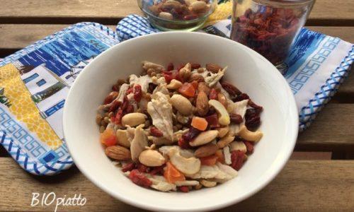 Insalata di tacchino con lenticchie e frutta mix