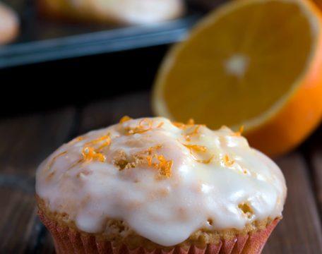 Muffin all'arancia con glassa