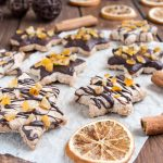 Stelle alla cannella con cioccolato e arancia