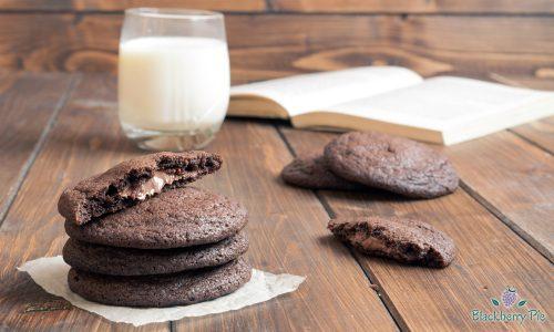 Cookies al cacao ripieni di Nutella