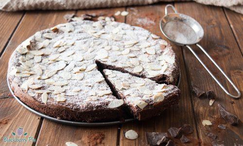 Torta umida al cioccolato fondente e mandorle
