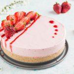 Cheesecake allo yogurt e fragole - dolce senza cottura