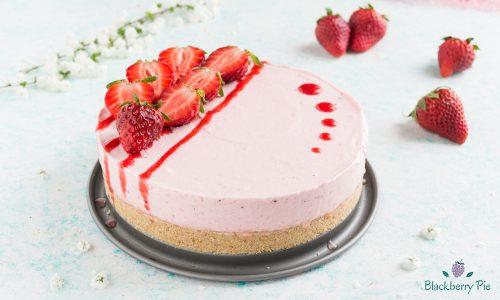 Cheesecake allo yogurt e fragole – dolce senza cottura
