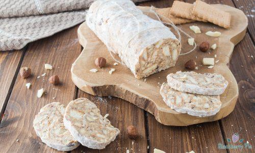 Salame di cioccolato bianco con nocciole e Baileys