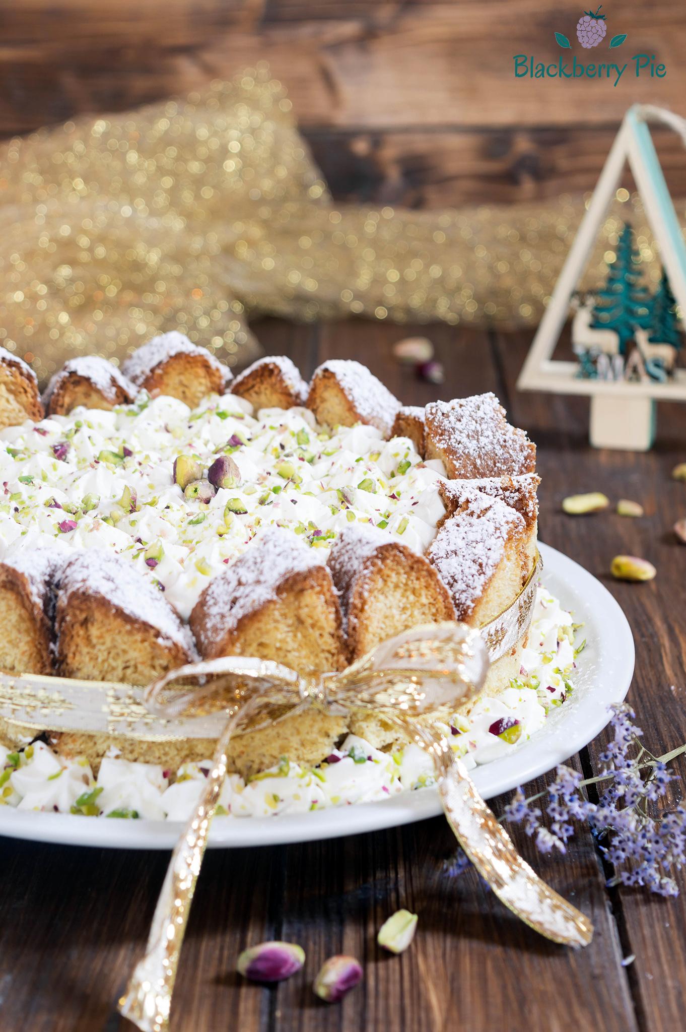 charlotte di pandoro con crema al mascarpone e pistacchi