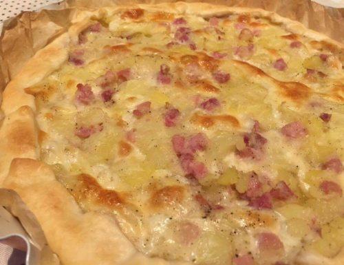 Torta salata con patate, pancetta e provola