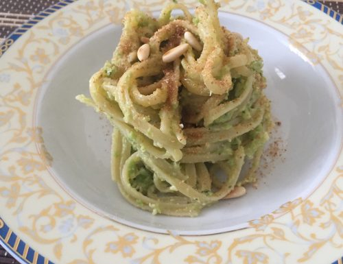Bavette con pesto di broccoli, pangrattato e pinoli