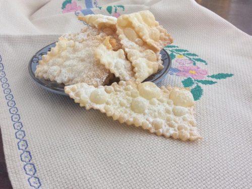 "Chiacchiere calabresi o ""crustuli"""
