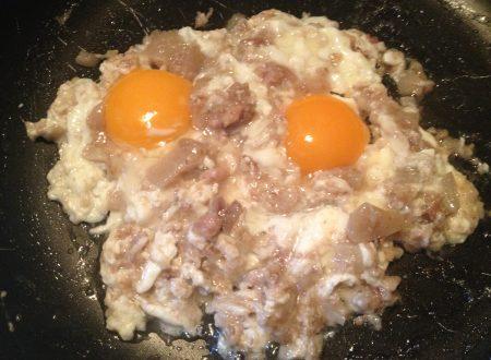 Uova fritte con cicole o fresulimiti