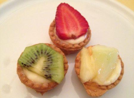 Tartellette con crema e frutta