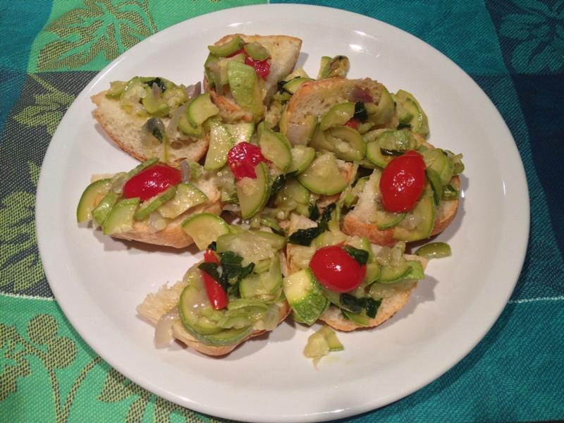 crostini con zucchine e pomodorini