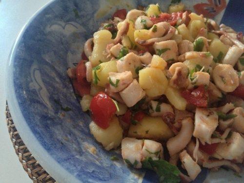 Polpo in insalata con patate e pomodorini