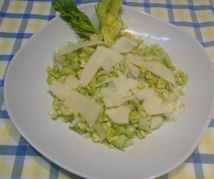 insalata leggera di sedano e parmigiano