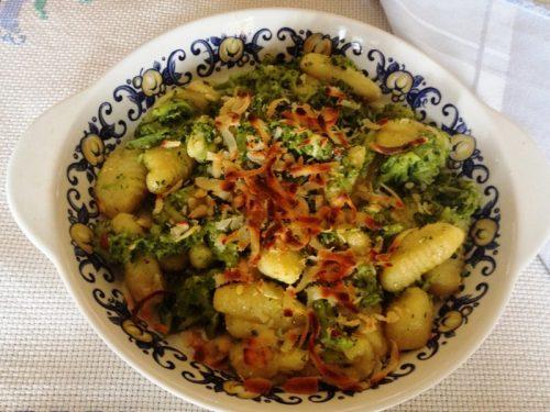 Gnocchi di patate con broccoletti gratinati