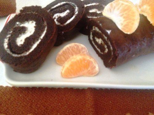 Rotolo al cacao farcito con panna ricetta golosa