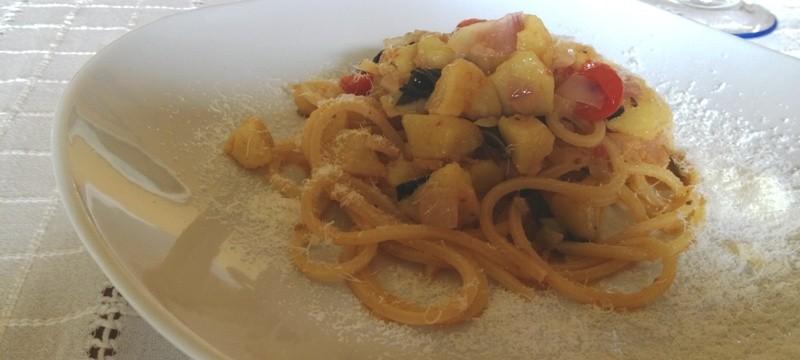 Pasta con pomodorini,carciofi e patate