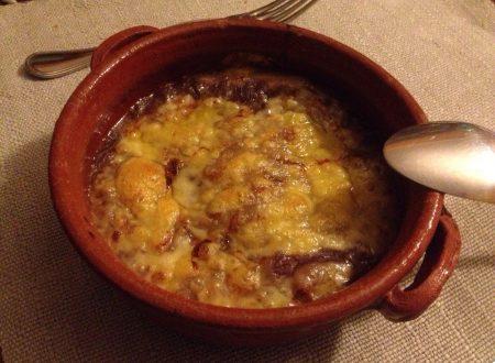 Zuppa di cipolle rosse