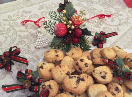 Biscotti con gocce di cioccolato ricetta golosa