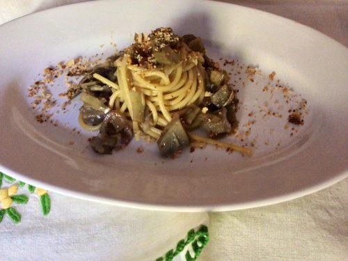 Spaghetti con carciofi e mollica