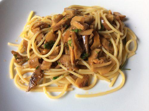 Spaghetti e funghi rositi della Sila