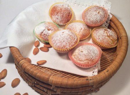 Tortine con pasta di mandorle pronta