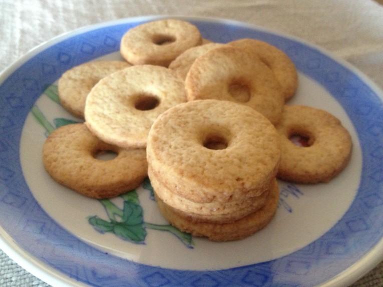 Biscotti deliziosi con la panna