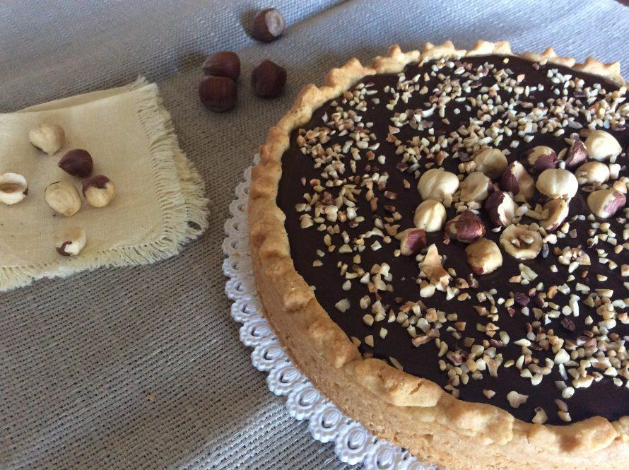 Torta con ganache al cioccolato e nocciole