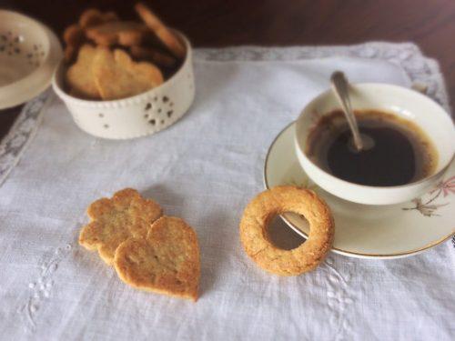Biscotti con miele e farina integrale senza uova