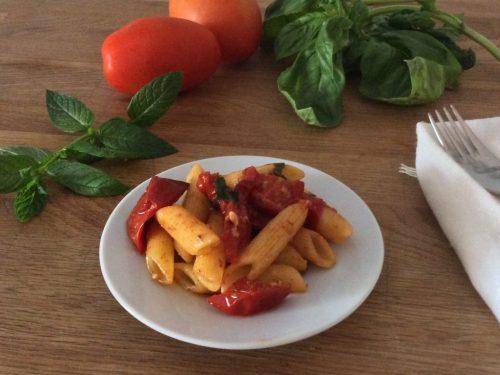 Pasta con pomodorini aromatici  gratinati
