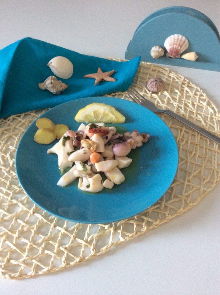Insalata di mare con pesce fresco