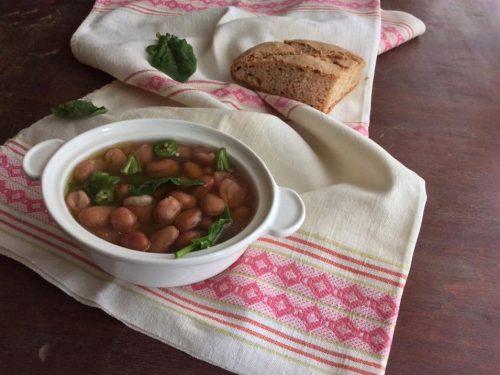 Zuppa di fagioli borlotti e spinaci freschi