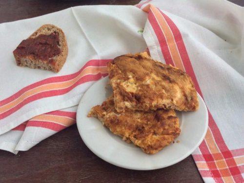 Frittata con la sardella piccante o caviale calabrese