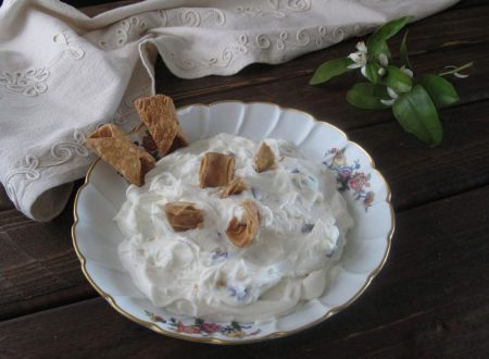 Dessert di ricotta con scorze sbriciolate di cannolo
