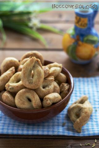 tarallini pugliesi olio e semi di finocchietto