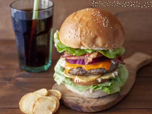 Panino farcito con hamburger tipo pub