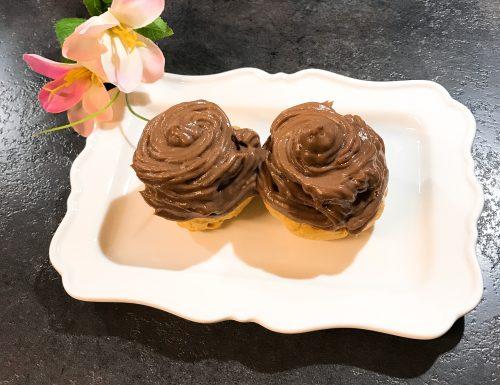 Bignè con crema pasticcera e crema al cioccolato