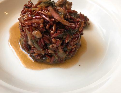 Riso rosso integrale con cicoria porcini e fiammiferi di speck