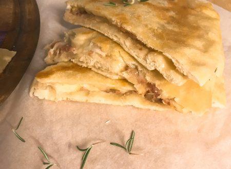 Focaccia in padella con salsiccia e indivia belga